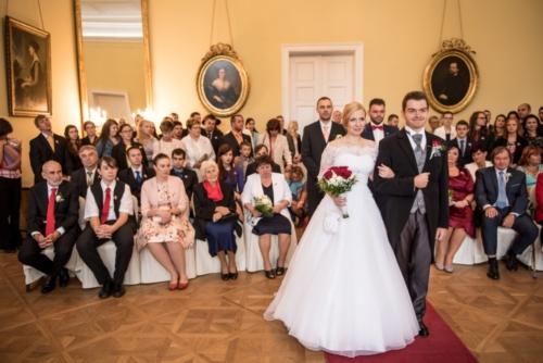 svatby-v-zameckem-parku-08