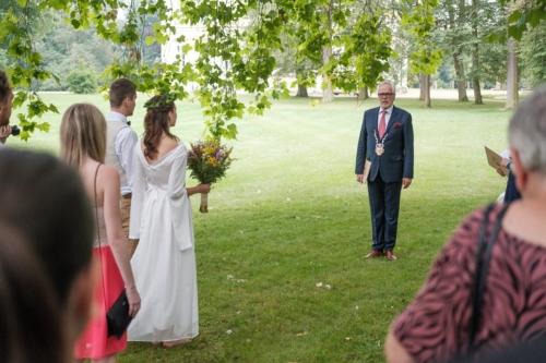 svatby-v-zameckem-parku-18