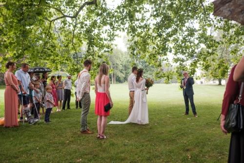 svatby-v-zameckem-parku-20