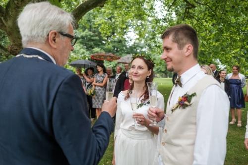 svatby-v-zameckem-parku-21
